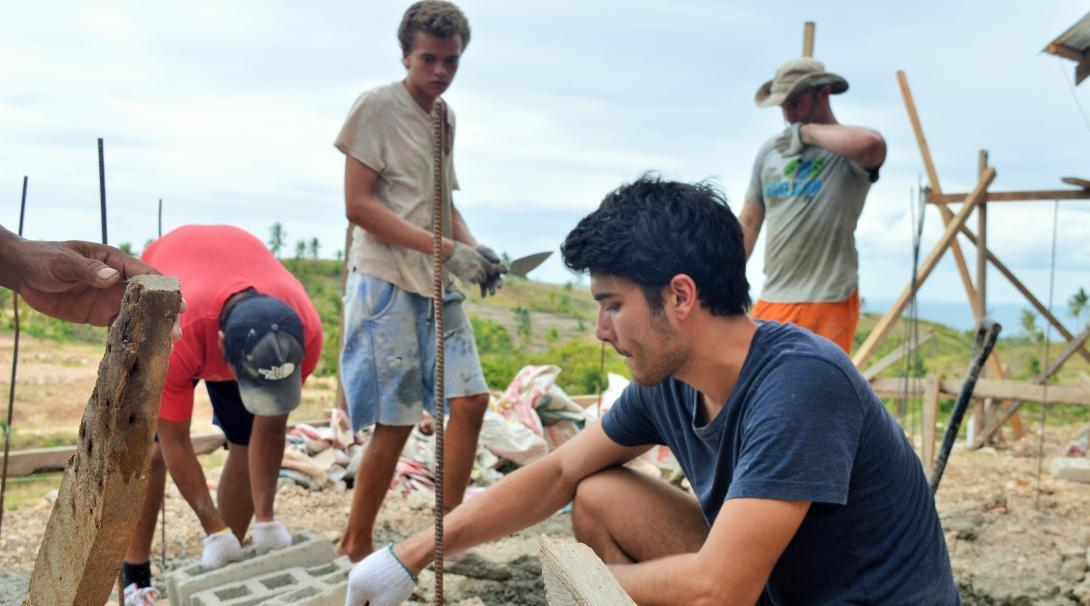 Projects Abroad volunteers can be seen helping to build schools and classroom for much needed disaster relief as part of their building volunteer work in the Phillippines.
